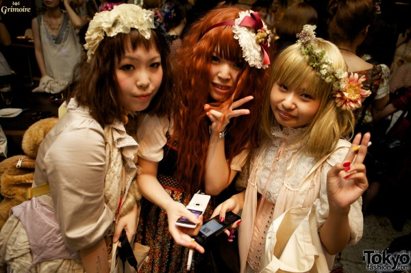 Dolly-kei fashion at the Grimoire party.