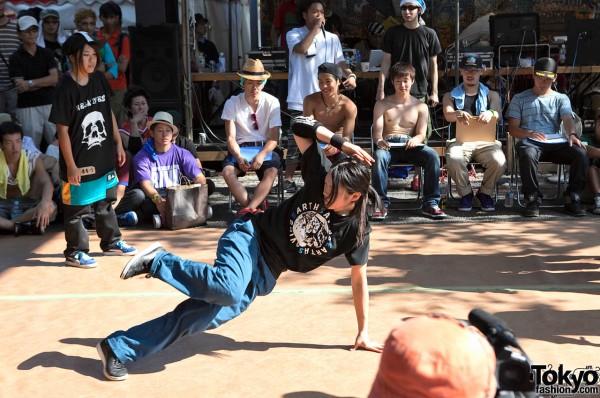 Japanese Girl Breakdancing