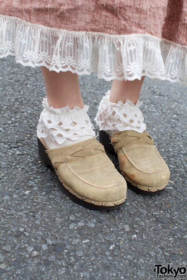 Tarock suede clogs & lace-trimmed socks