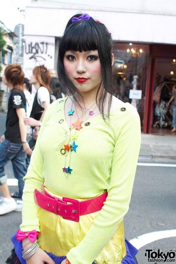 Yellow top & colorful plastic jewelry