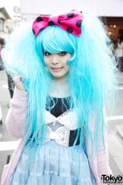 blue harajuku hair & pink