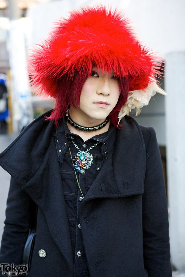 All Black AnkoRock Amp Alqonquins Outfit W Red Hat In Harajuku