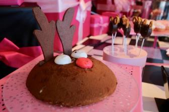 サンタのゆかいな仲間たち トナカイチョコレートケーキ