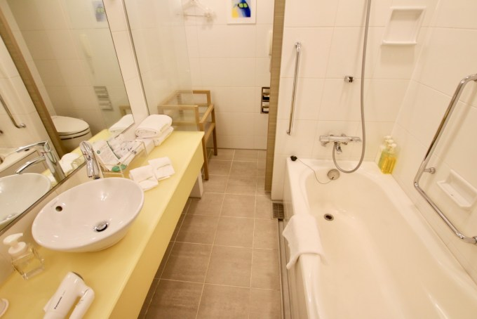 羽田エクセルホテル東急のバス・トイレ洗面台