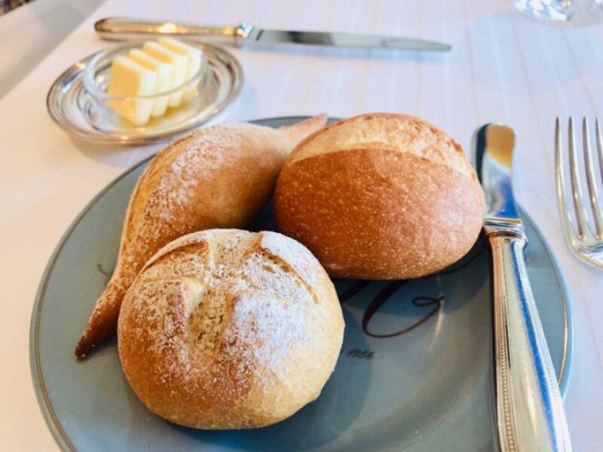 フランス産、小麦、天然水、海の塩で作った焼きたて自家製パン3種