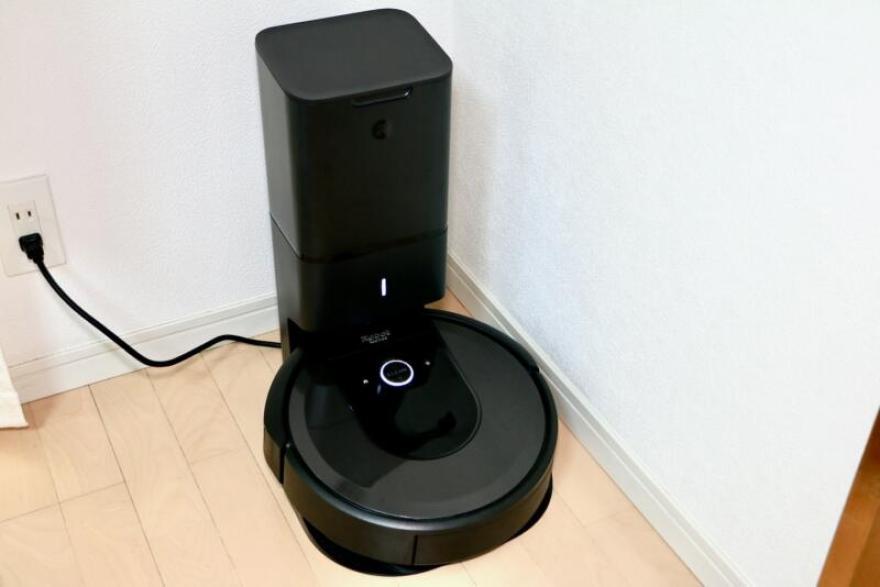 「ルンバi7+」の自動ゴミ収集機付きの「クリーンベース」