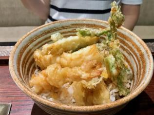 天丼(120,000IDR=約950円)