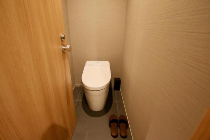 入口近くにはトイレ