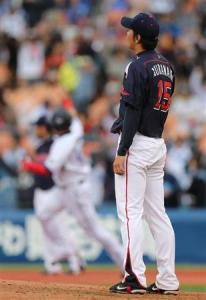 Muranaka looks on as Nakamura rounds first in the 6th