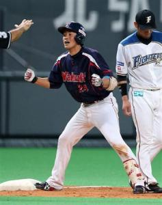 Araki's triple in the ninth scored two and won the game.