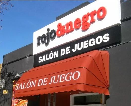 capota-rotulada-salon-juego