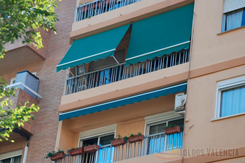 Toldo balc n stor toldos valencia for Toldos de balcon