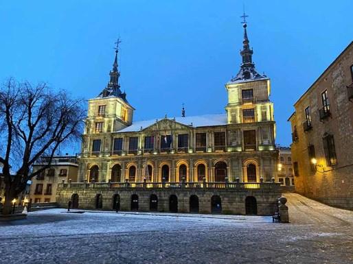 Ayuntamiento de Toledo nevado nocturna