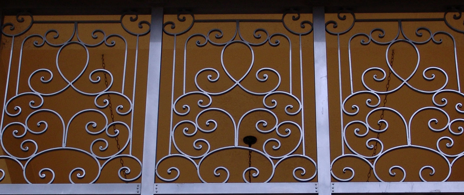 hight resolution of cropped photo of an iron fence