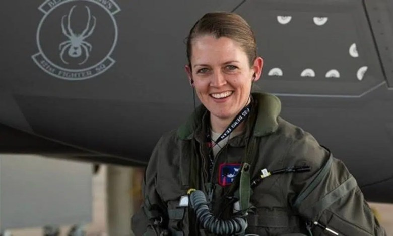 kadın f-35 pilotu