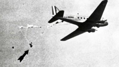 Photo of Uçakta asılı kalan paraşütçü