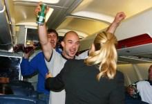 Photo of Türkiye tatilinden sarhoş dönen yolcu uçağı birbirine kattı