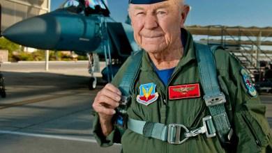Photo of Havacılık tarihinin en iyi test pilotu Chuck Yeager hayatını kaybetti