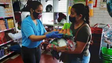 Photo of Continúa entrega de los bonos del PAE a estudiantes de colegios oficiales