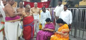 chiranjeevi wife visits yadadri and did special pooja for sye raa movie