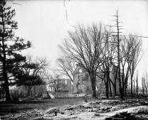 Ruines après le feu No MIKAN 3363980 BAC