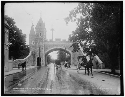 Porte Saint-Louis et la Grande-Allée, vers 1901. / St. Louis gate and the Grand Allee, Quebec
