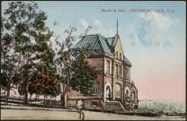 Bureau de poste de Rivière-du-Loup vers 192? Crédit: Bibliothèque et Archives Canada.