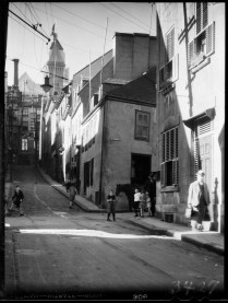 Quebec City, P.Q. 1932 Clifford M. Johnston / Bibliothèque et Archives Canada / PA-056554 Rue St-Flavien