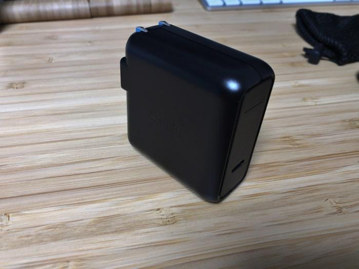 Anker PowerCore Speed 20000 PDに付属しているUSBタイプC急速充電器(ACアダプター)