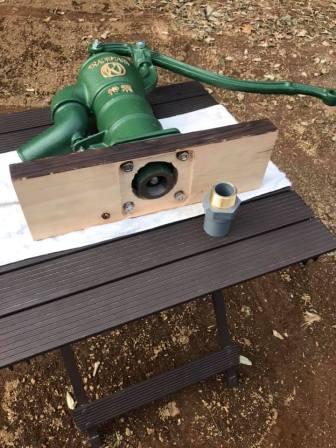 この接続品は下に30mmの塩ビ管(吸水管)を接続為の物です 水道系のプロショップで手に入れました
