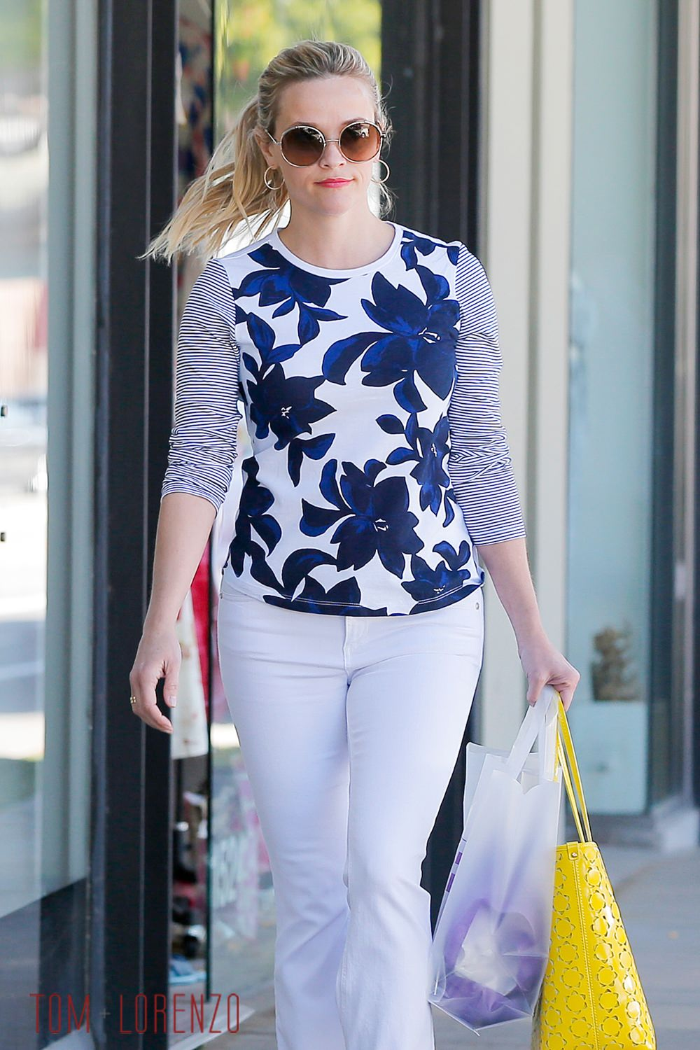 Reese Witherspoon Goes Shopping in Santa Monica in Draper