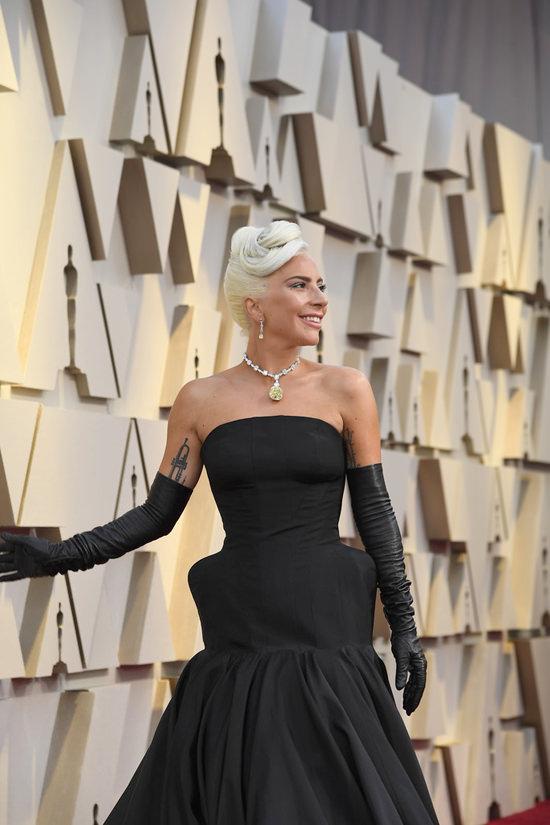 Oscars 2019 Lady Gaga Does PunkLite Audrey in Alexander