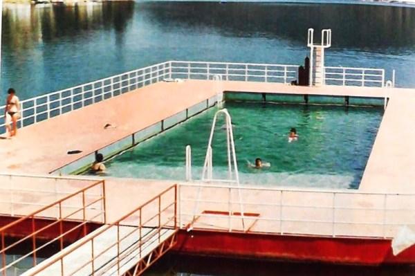lago azul piscina 1980