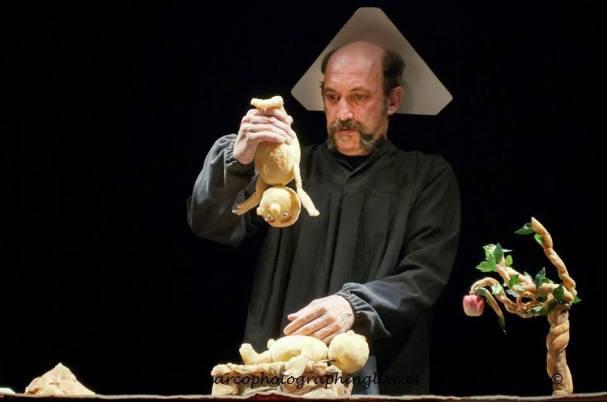 """""""El hermano mellizo de Dios"""" Desguace teatro. Dirección Manuel Gómez. Foto Marta Marcos.."""