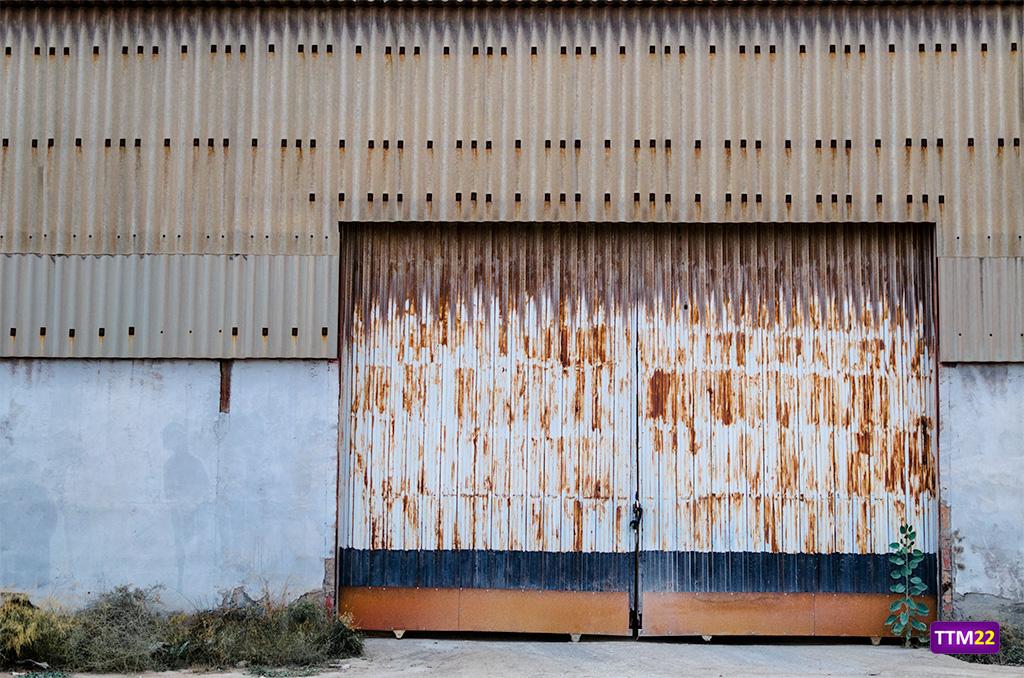 puerta-oxido-abandono