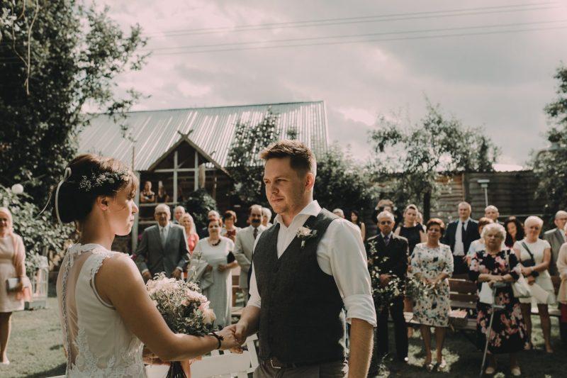 ceremonia rustykalna zaślubiny ranczo w dolinie