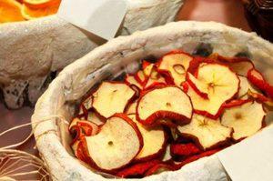 Яблоки сушеные в духовке. Как сушить яблоки в духовке электрической и газовой плиты с конвекцией? Шарлотка из сушёных яблок