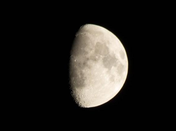pb10-moon