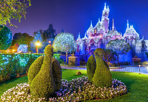 one final thing worth mentioning in disneyland park before we move on to disney california adventure is the holiday time at disneyland tour