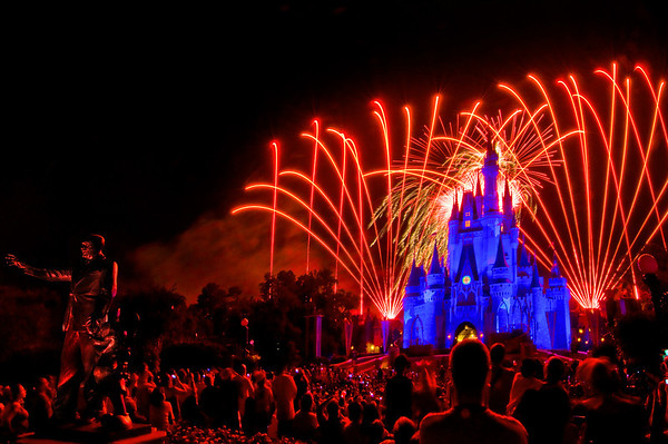 Disney visa credit card pros cons disney tourist blog this post reviews the chase disney rewards visa and premier credit cards the pros and cons of each card and the perks cardholders receive at walt disney m4hsunfo
