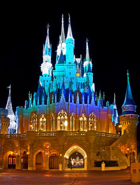 Who thinks the back of Cinderella Castle is prettier than the front? The inside is fairly pretty, too: http://www.disneytouristblog.com/cinderella-castle-suite-tour-photos/