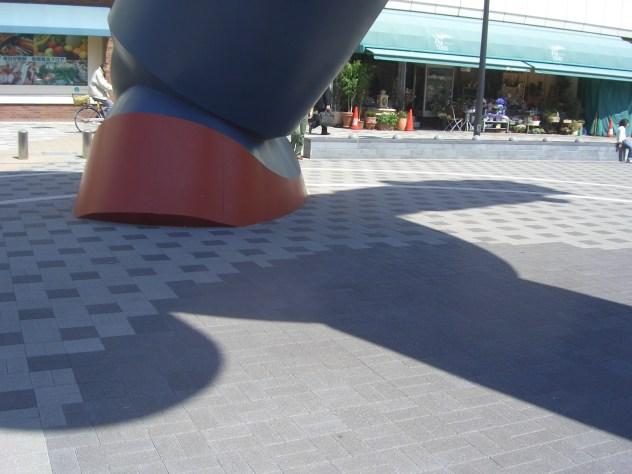 Tetsujin 28-Go - foot and shadow