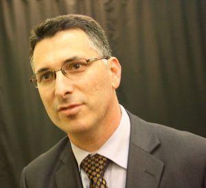 שר הפנים גדעון סער ׳אחרי החגים׳