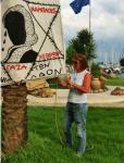 לבני משחיתה כרזה ביוון - אלו התמונות שנבחרי הציבור מעלים מחו״ל