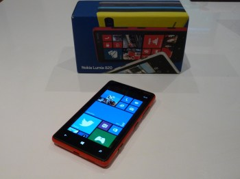 Lumia 820 smartphone + Boite