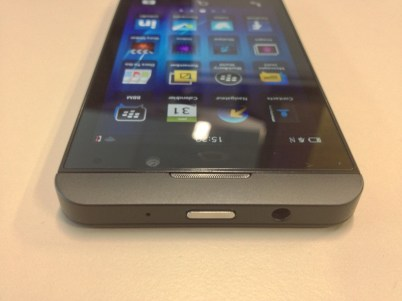 Blackberry Z10 top