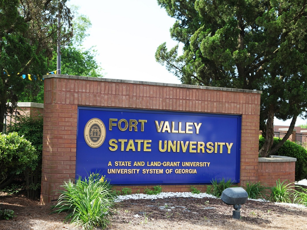 Ft. Valley State University Alumni Give to Alma Mater
