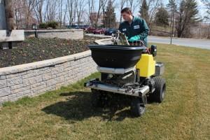 lawn fertilizer spreader