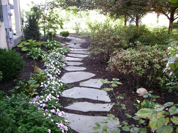 stepping stones in landscaping
