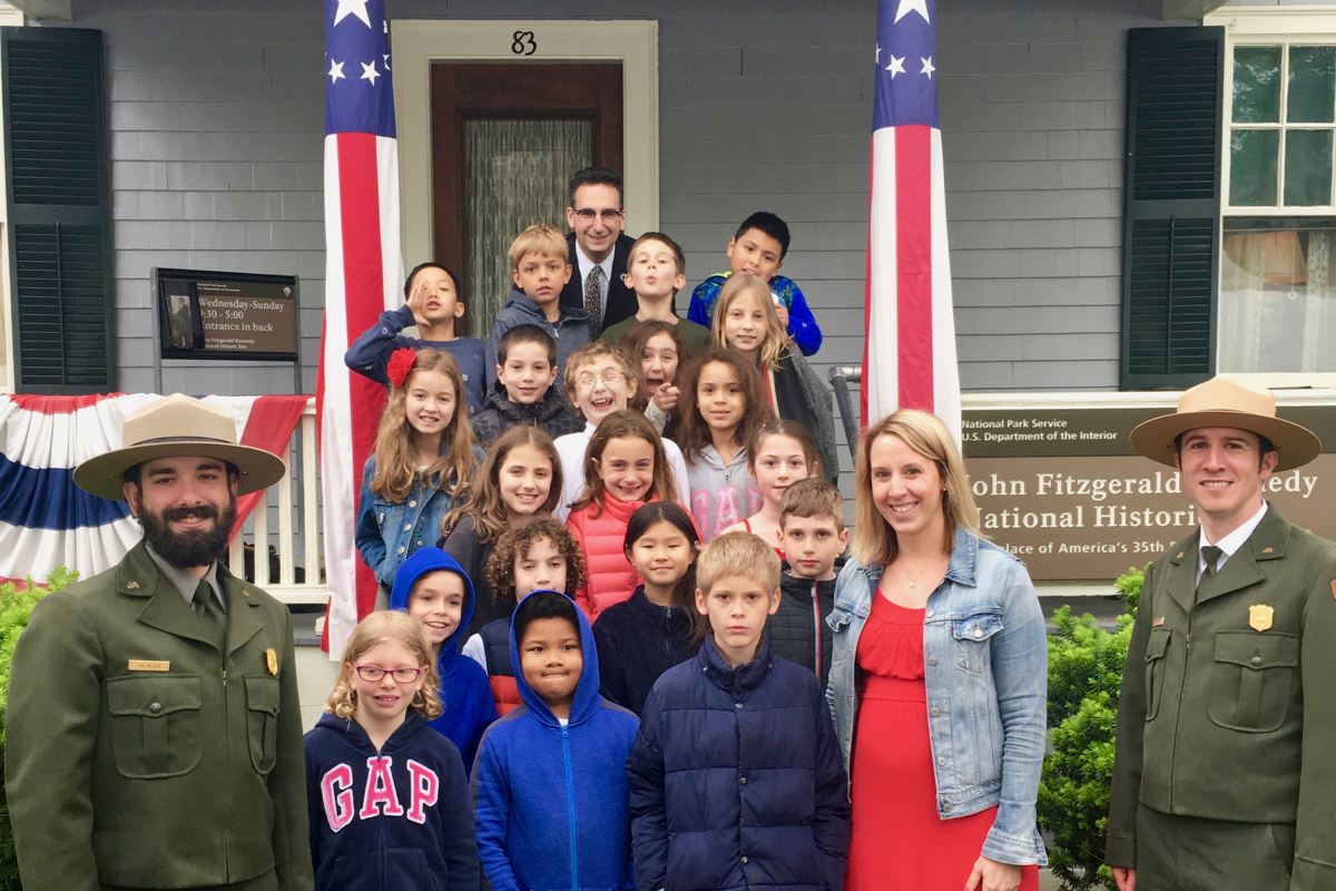 Tommy Vitolo with Coolidge Corner School 3rd Grade class at JFK Birthplace